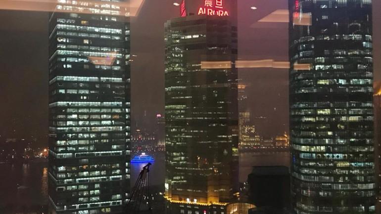 いま、中国にきています!(上海の金融ウーマンのはたらき服)